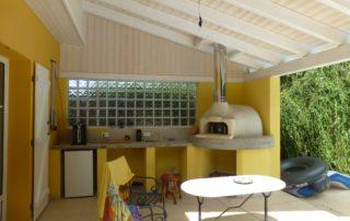 Four Le Panyol sous toiture terrasse avec conduit inox et plan de travail