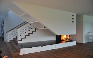 Cheminée Contemporaine Epi 3 Faces Pi Classic Habillage Granit Bancs avec tiroirs