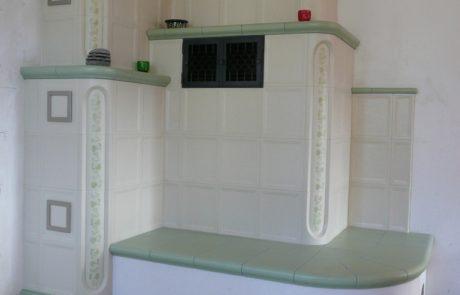 Poêle en Faïences Gutbrod avec foyer de l'autre côté du mur