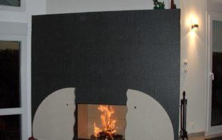 Cheminée avec foyer Bodart et Gonay Phénix Habillage en granit et pierre