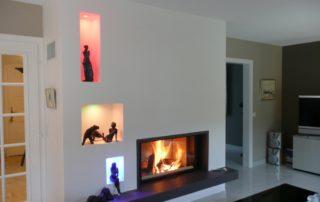 Cheminée Contemporaine avec Foyer Ruegg Neptun 510 Plat 1 Tablette Granit et Niche Déco éclairée LED