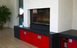 Cheminée Contemporaine avec Foyer Ruegg Neptun 510 Plat 1 Tablette Granit et Meuble Salon intégrés