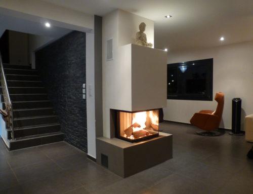 Retour sur l'une de nos réalisations : Étapes d'installation d'une cheminée sur mesure, avec foyer de cheminée au bois de marque RÜEGG modèle Pi-ccolo Compact