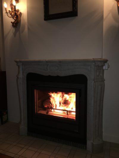 Foyer Insert BG Fires Infire 683 dans ancienne cheminée ouverte de style