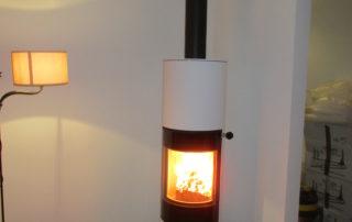 Poêle à bois Attika Viva 160 L Rond Métal Blanc Blocs Accu Plaque en verre amovible