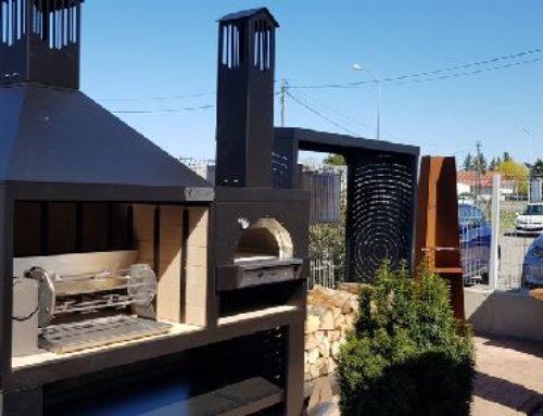 Ce week-end ensoleillé a comme un petit avant-goût de vacances : Terrasses, piscines et barbecues que nous vous invitons à découvrir encore demain lors de nos TRÈS CONVIVIALES portes ouvertes communes
